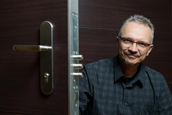 Odborník na zabezpečení Ivan Pavlíček ze společnosti NEXT radí, jaké dveře jsou vhodné do panelákových bytů.