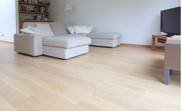 Parketový olej pro nátěr dřevěných podlah