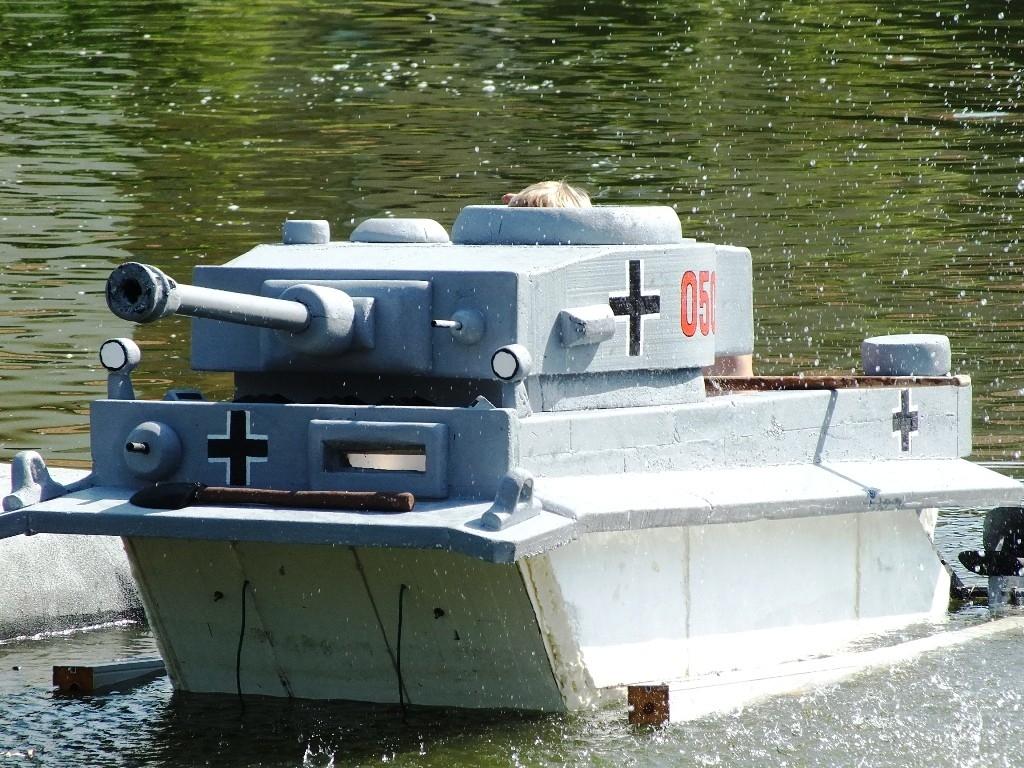 Neckyáda a plovoucí tank z polystyrenu aneb tygr na rybníku