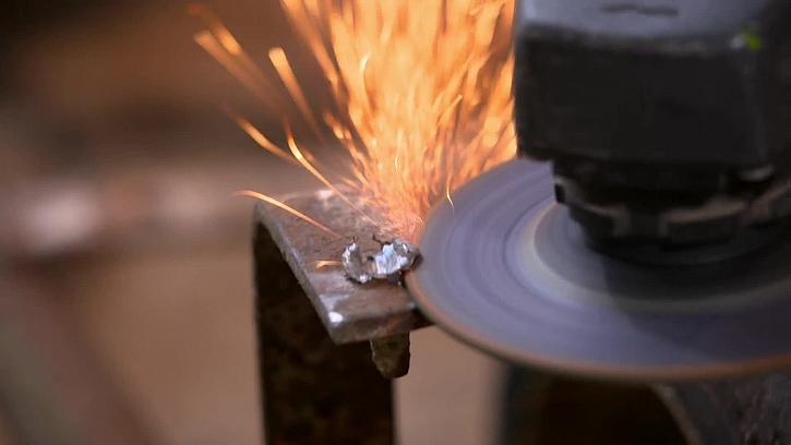 Řezání kovových přebytků