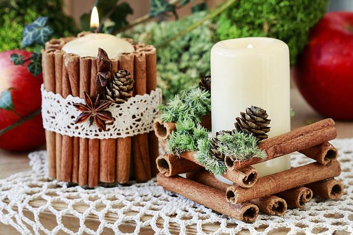 Vánoční svícen ze skořice můžete vyrobit pro sebe i své blízké jako dárek (Zdroj: Depositphotos)