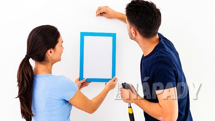 Jak pověsit obrázek na stěnu: Nejlépe to zvládnete ve dvou 1