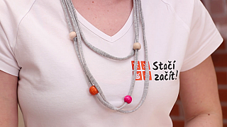 Efektivní náhrdelník z tričkoviny vám nesmí ve výbavě chybět. Vyrobte si ho