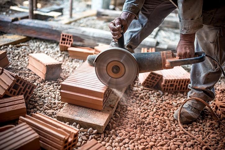 Silný přístroj využijte i pro práci na stavbě