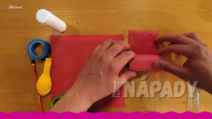 Konfetovač z papírové ruličky: polepte papírovou roličku
