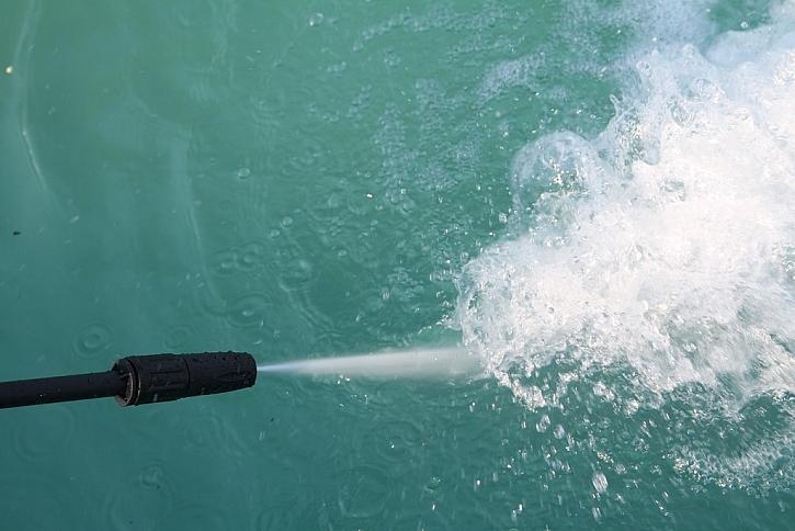 Proud vody do vějíře zajistí pacičky u sebe