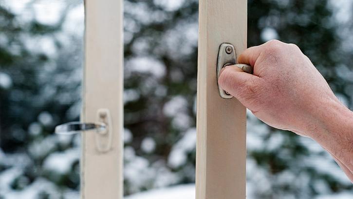 Jak se zbavit plísně v bytě: i v zimě otvírejte okna dokořán