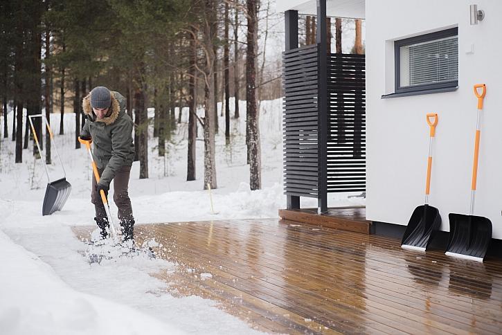 Se správnými nástroji bude úklid sněhu snadnější (Zdroj: Fiskars)