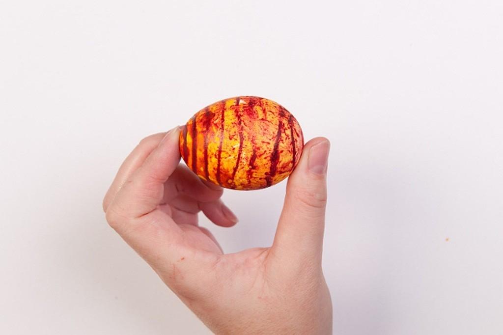 Kreativní velikonoční barvení: vajíčka ve stylu tygra, moře i pruhů