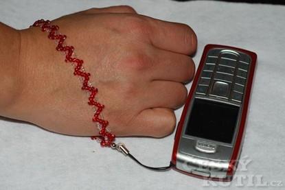 Udělejte si elegantní šňůrku na mobil nebo na brýle