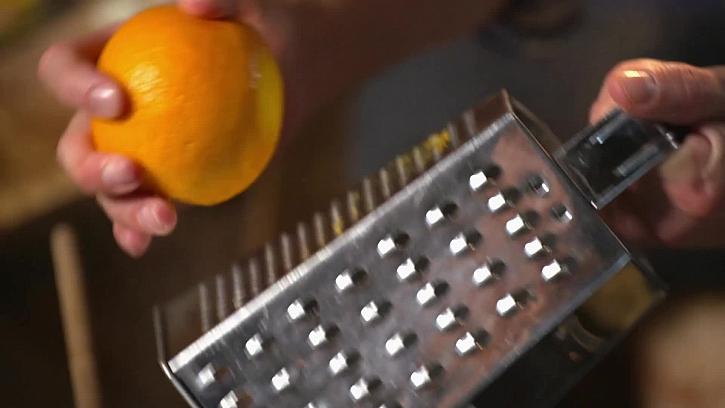 Strouhání pomerančové kůry