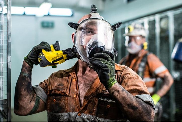 Zhluboka se nadechněte: Ochrana dýchacích orgánů před pracovními riziky