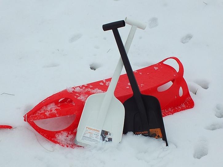 S lopatkami Solid i SnowXpert od Fiskars vás závěje nezaskočí