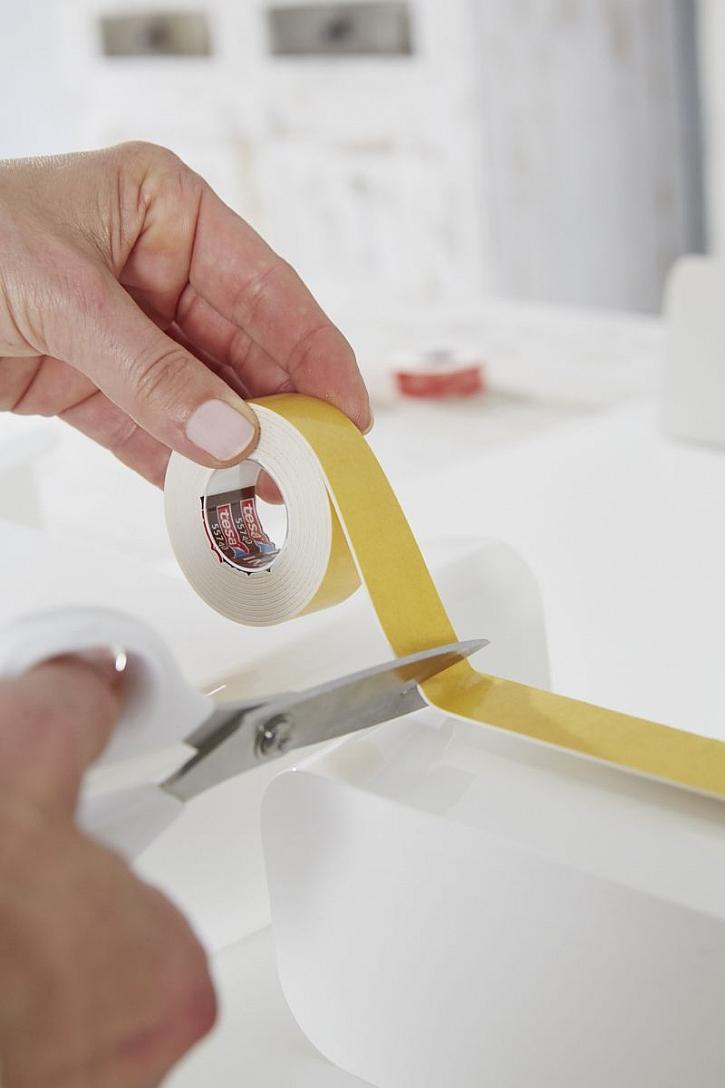 stříhání oboustranné pásky