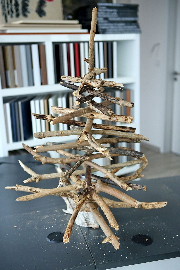 stromeček z větví