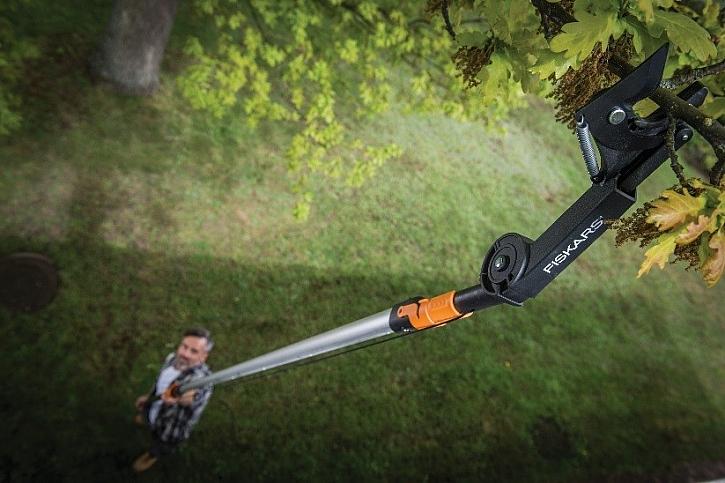 Teleskopická násada QuikFit s nůžkami, které ovládáte ze země