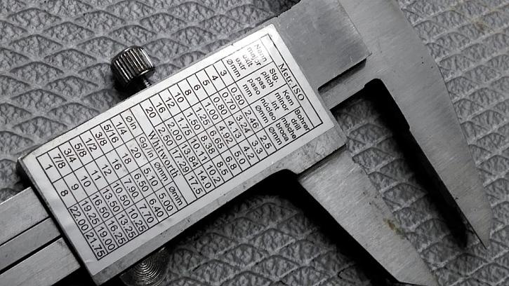 Převodní tabulka na měření závitů