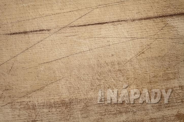 Poškrábané dřevo