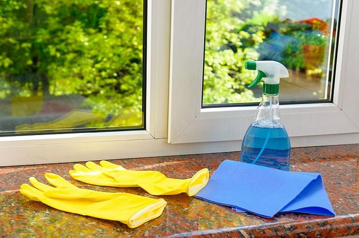 Okna a jejich čištění v zimě: hadrem nebo šikovnými přístroji?