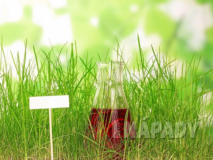 Chemie pro trávníky