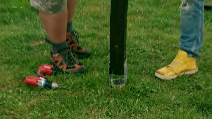 Zasazení nohy sušáku do vrutu