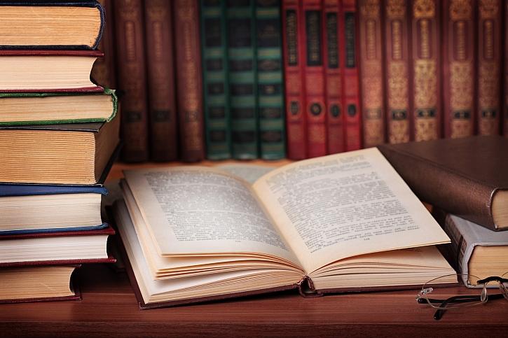 Zpříjemněte si jarní dny s knihou (Zdroj: Depositphotos)