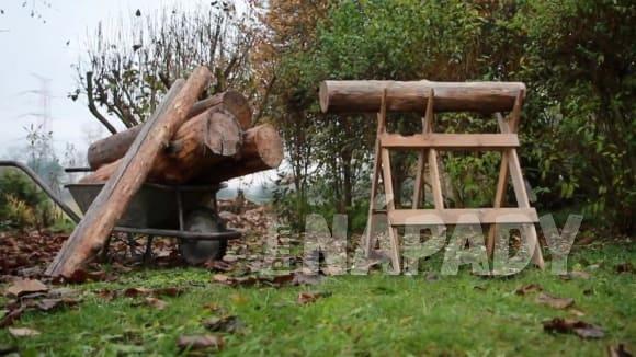 Jaké dřevo zvolit do krbových kamen a jak v nich správně zatopit