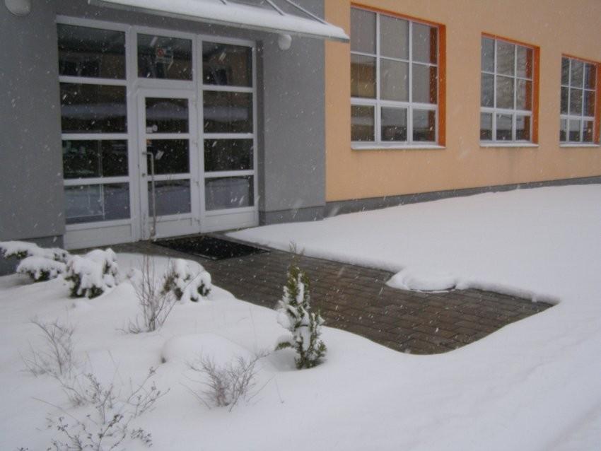 Proti mrazu můžete chránit chodníky, okapy nebo kovové i plastové potrubí