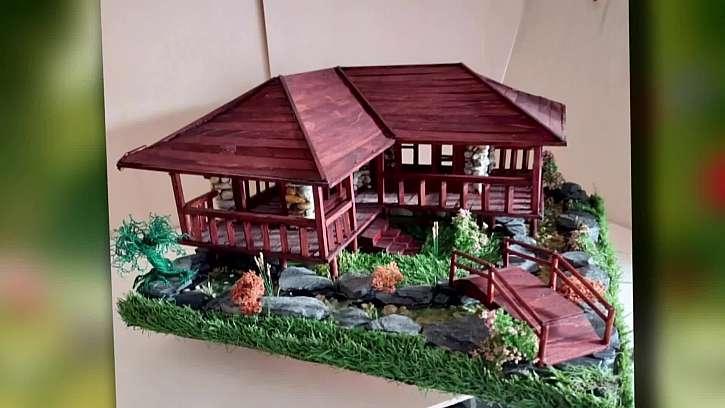 Nádherné dekorativní barevné domečky z oblázků.