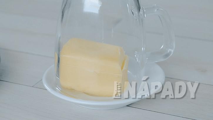 Trik, jak rychle rozetřít máslo z lednice