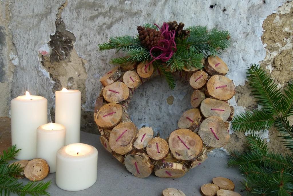 Knoflíkový věnec pro štěstí, svůní borového dřeva