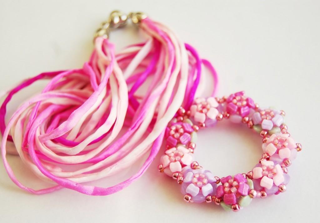 Růžový náhrdelník Sweet Wheel