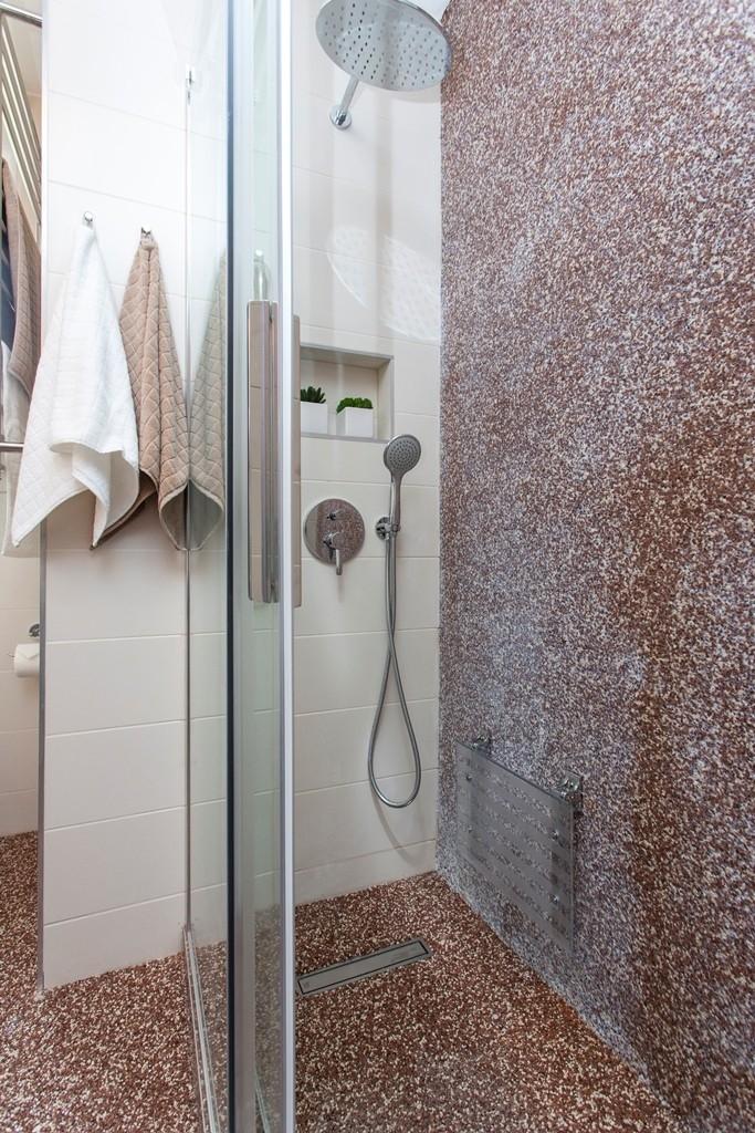 Sprchový kout s pohodlným sedátkem místo vany