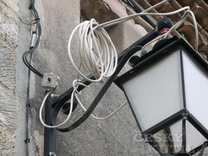 Montujeme kabely a potrubí