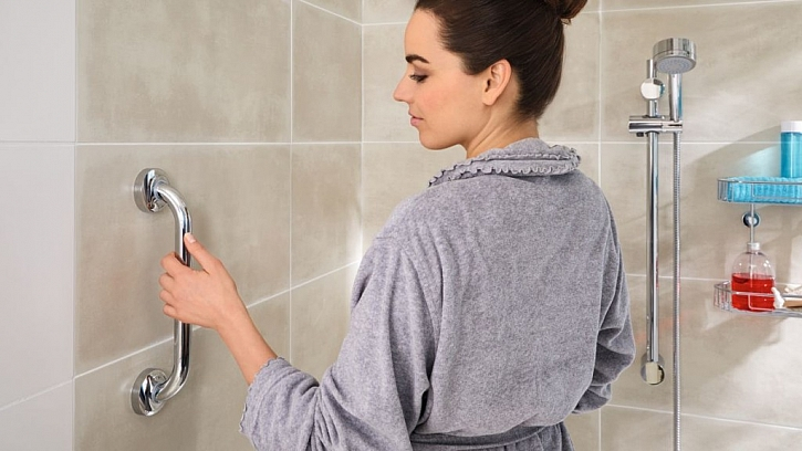 Velký výběr koupelnových doplňků bez vrtání