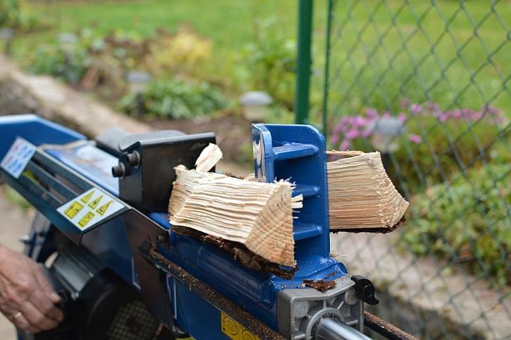 Štípačka dřeva nám ušetří mnoho námahy i času