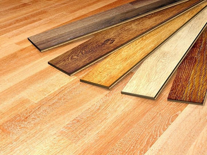 Při použití dřevěné plovoucí podlahy máte velký výběr z dřevin, kreseb a barev
