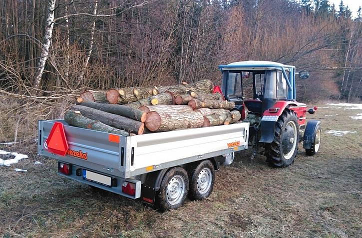 Přívěsy za auto lze nově zapojit i za traktor či malotraktor