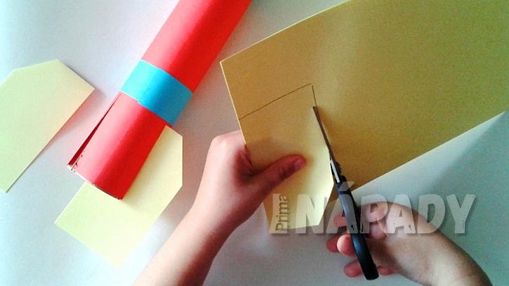 Jak vyrobit papírovou raketu pro budoucí kosmonauty nebo astronauty 3