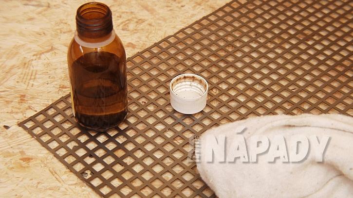 Stojánek na svíčky i ohříváček na čaj: pás plechu důkladně odmastíme