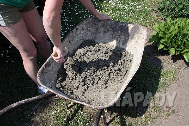 Betonové koryto na květiny: rozmíchejte beton