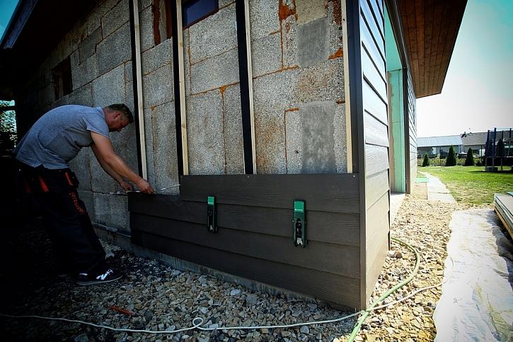 S vláknocementovými obkladovými deskami James Hardie obložíte fasádu zděné garáže snadno a rychle