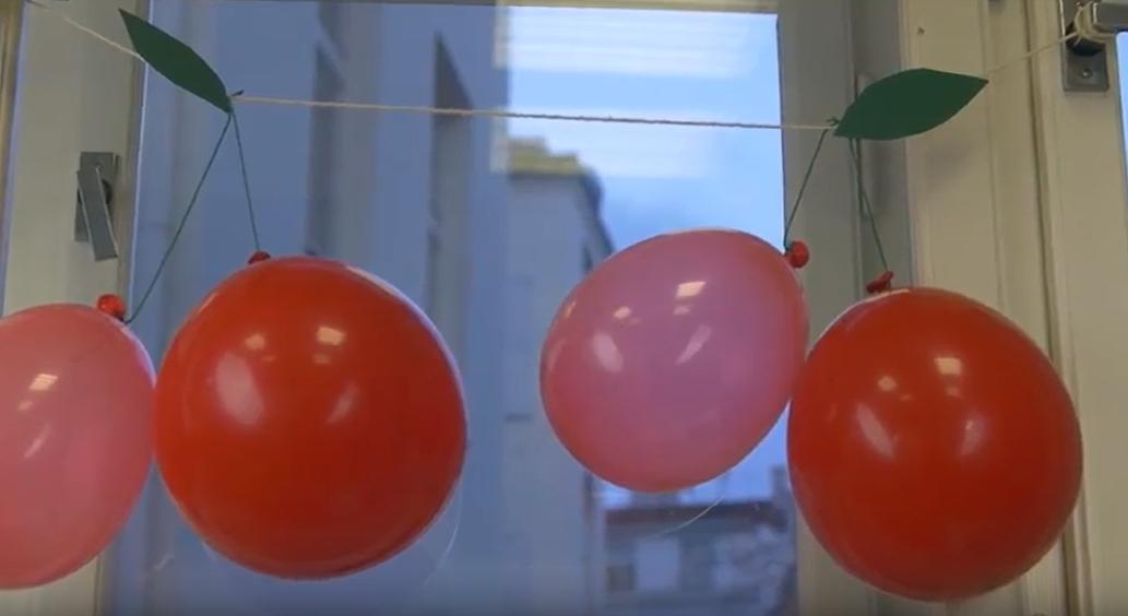 Třešňová girlanda z nafukovacích balonků na dětskou oslavu