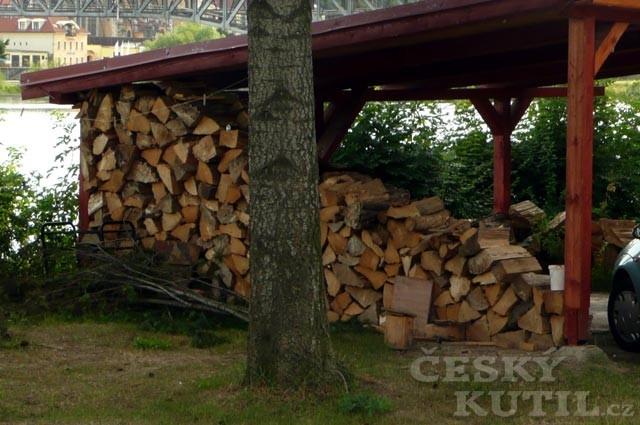 Proschlé dřevo šetří