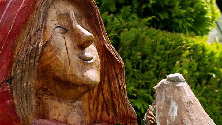 Detail dřevěné sochy