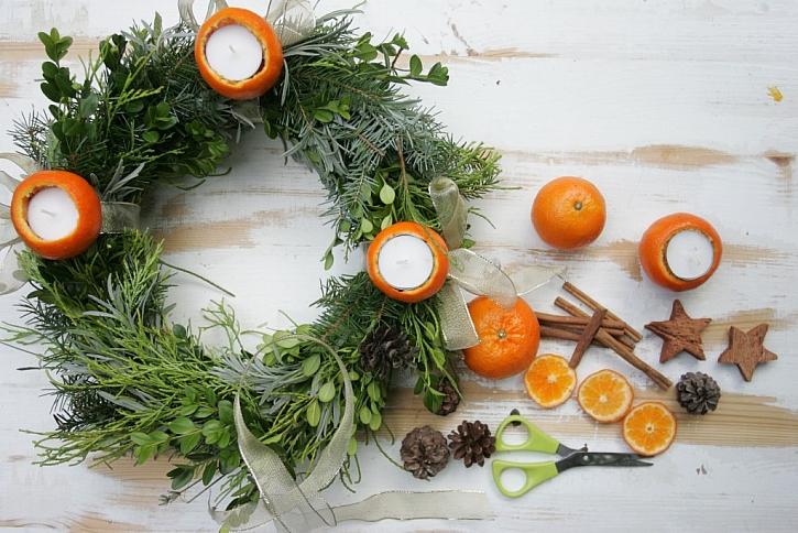 Výroba přírodního adventního věnce s mandarinkami