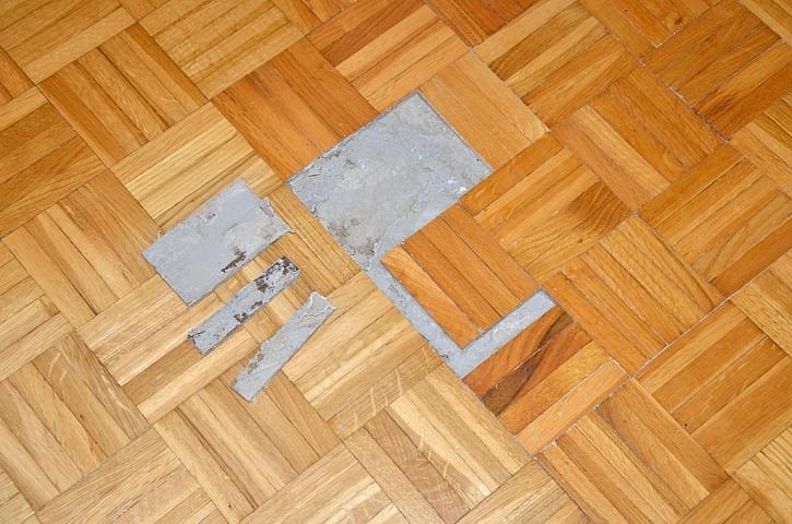 Stav podlahy určí všechny potřebné kroky pro renovaci parket