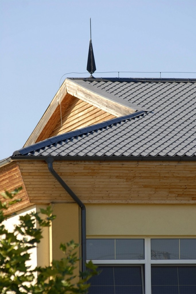 Plechová střecha se dnes nosí
