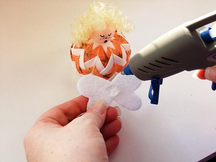 Výroba andělíčka z patchworkové kuličky