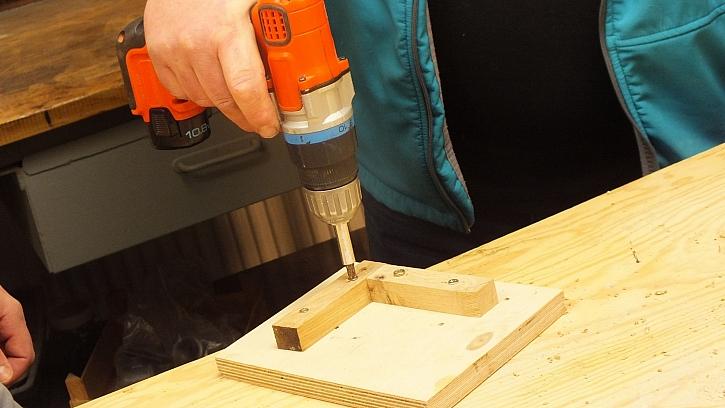 Dřevěná houpací síť: pro vrtání vytvoříme pomocnou šablonku
